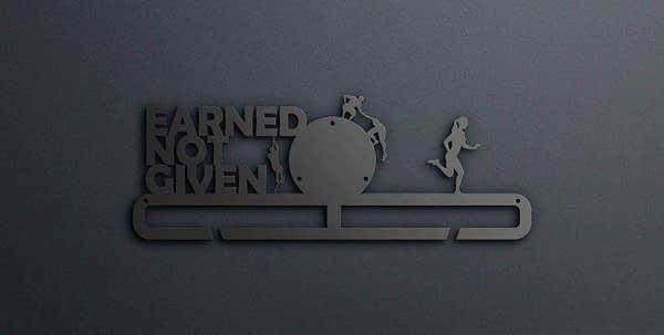 Egyedi falikép és sport éremtartó fali dekoráció ötletek Earned not given akadály futós éremtartó
