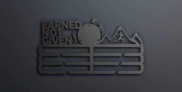 Egyedi falikép és sport éremtartó fali dekoráció ötletek Earned not given akadály futós éremtartó heggyel v2