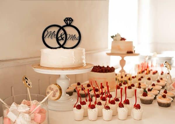 Esküvői tortadísz gyűrűkből 1