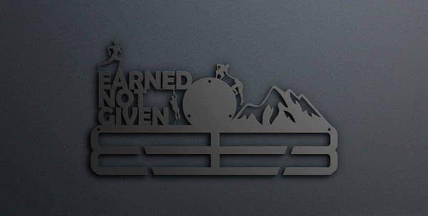 Egyedi falikép és sport éremtartó fali dekoráció ötletek Earned not given akadály futós éremtartó heggyel