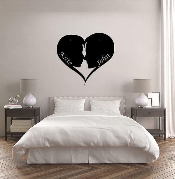 Szerelmes pár sziluett szívben a nevetekkel 1