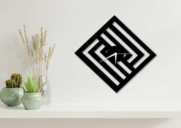 Modern falióra négyzetes mintával 1